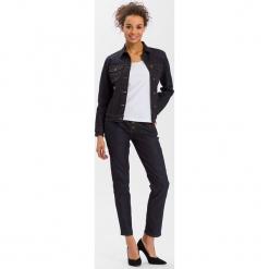 Dżinsowa kurtka - Slim fit - w kolorze granatowym. Niebieskie kurtki damskie Cross Jeans, z denimu. W wyprzedaży za 136.95 zł.