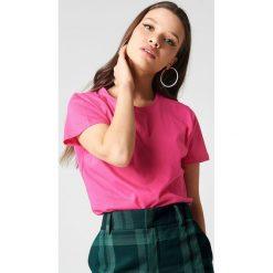 NA-KD Basic T-shirt basic - Pink. Różowe t-shirty damskie NA-KD Basic, z bawełny, z okrągłym kołnierzem. W wyprzedaży za 21.18 zł.
