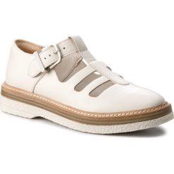 Półbuty CLARKS - Zante Freya 261311664 White Leather. Białe półbuty damskie Clarks, z materiału. W wyprzedaży za 249.00 zł.