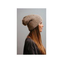 POMPOM - beżowa czapka oversize. Brązowe czapki i kapelusze damskie Pompom, z wełny. Za 249.00 zł.