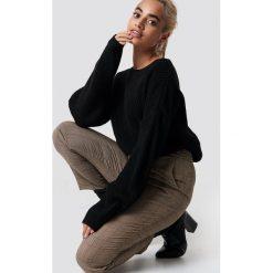 Trendyol Sweter z elastyczną talią - Black. Czarne swetry damskie Trendyol, z dzianiny, z okrągłym kołnierzem. Za 100.95 zł.
