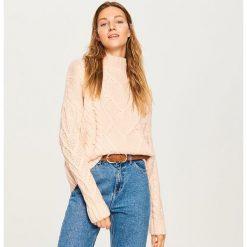 Sweter ze stójką - Różowy. Czerwone swetry damskie Reserved, ze stójką. Za 139.99 zł.