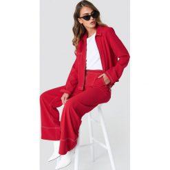NA-KD Trend Szerokie spodnie z kontrastowymi szwami - Red. Czerwone spodnie materiałowe damskie NA-KD Trend. Za 121.95 zł.