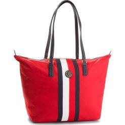 Torebka TOMMY HILFIGER - Poppy Tote Corp Stri AW0AW05795 902. Czerwone torebki do ręki damskie Tommy Hilfiger, z materiału. Za 399.00 zł.