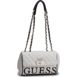 Torebka GUESS - HWVY71 75180 WML. Białe torebki do ręki damskie Guess, z aplikacjami, ze skóry ekologicznej. Za 629.00 zł.