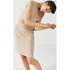 Simple - Sukienka. Szare sukienki damskie Simple, eleganckie. W wyprzedaży za 299.90 zł.