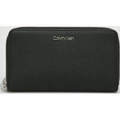 Calvin Klein - Portfel. Czarne portfele damskie Calvin Klein, z materiału. Za 299.90 zł.