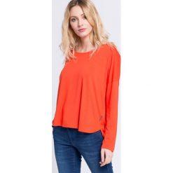 Reebok - Bluzka. Pomarańczowe bluzki damskie Reebok, z dzianiny, casualowe, z okrągłym kołnierzem. W wyprzedaży za 79.90 zł.