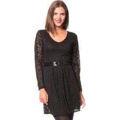 """Sukienka """"Dune"""" w kolorze czarnym. Czarne sukienki damskie Assuili, w koronkowe wzory, z koronki, klasyczne. W wyprzedaży za 136.95 zł."""