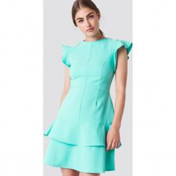 Trendyol Sukienka mini z falbankami na ramionach - Turquoise. Zielone sukienki damskie Trendyol, z dekoltem na plecach. W wyprzedaży za 56.78 zł.