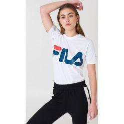 FILA Klasyczny T-shirt z logo - White. Białe t-shirty damskie Fila, z nadrukiem, z bawełny, z klasycznym kołnierzykiem. Za 100.95 zł.