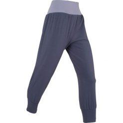 Spodnie haremki, dł. 3/4, Level 1 bonprix jagodowy. Spodnie sportowe damskie marki WED'ZE. Za 74.99 zł.