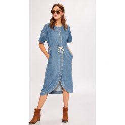 Pepe Jeans - Sukienka Chleo. Sukienki damskie Pepe Jeans, z bawełny, casualowe, z okrągłym kołnierzem, z krótkim rękawem. W wyprzedaży za 349.90 zł.
