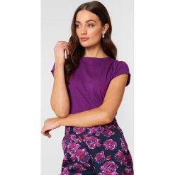 NA-KD Basic T-shirt z surowym wykończeniem - Purple. Fioletowe t-shirty damskie NA-KD Basic, z bawełny, z okrągłym kołnierzem. W wyprzedaży za 16.38 zł.