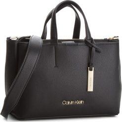 Torebka CALVIN KLEIN - Step Up Medium Tote K60K604291  001. Czarne torebki do ręki damskie Calvin Klein, ze skóry ekologicznej. Za 699.00 zł.