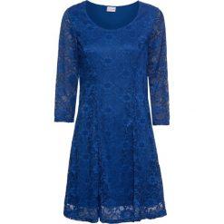 Sukienka z koronką bonprix błękit królewski. Niebieskie sukienki damskie bonprix, w koronkowe wzory, z koronki, z okrągłym kołnierzem. Za 149.99 zł.
