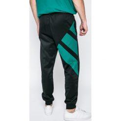 Adidas Originals - Spodnie. Spodnie sportowe męskie marki bonprix. W wyprzedaży za 199.90 zł.