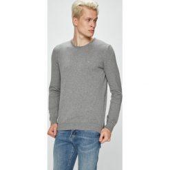 Mustang - Sweter. Szare swetry przez głowę męskie Mustang, z bawełny, z okrągłym kołnierzem. W wyprzedaży za 89.90 zł.