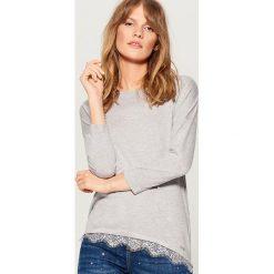 Sweter z koronkowym wykończeniem - Szary. Szare swetry damskie Mohito, z koronki. Za 69.99 zł.