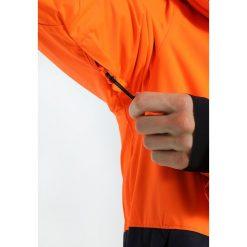 Oakley HIGHLINE JACKET Kurtka snowboardowa neon orange. Kurtki sportowe męskie Oakley, z materiału. W wyprzedaży za 935.10 zł.