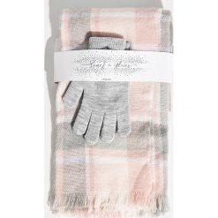 Zestaw szalik i rękawiczki - Różowy. Czerwone rękawiczki damskie Sinsay. Za 39.99 zł.