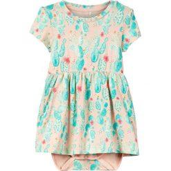 """Sukienka-body """"Deagne"""" w kolorze brzoskwiniowym. Body niemowlęce name it girls, z nadrukiem, z bawełny. W wyprzedaży za 32.95 zł."""