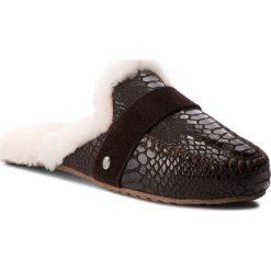Kapcie EMU AUSTRALIA - Mooka W11871 Chocolate Croc. Brązowe kapcie damskie Emu Australia, ze skóry. Za 389.00 zł.