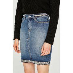 Guess Jeans - Spódnica. Szare spódnice damskie Guess Jeans, z bawełny. Za 459.90 zł.