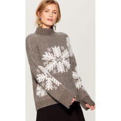 Sweter z motywem zimowym - Szary. Szare swetry damskie Mohito. Za 129.99 zł.