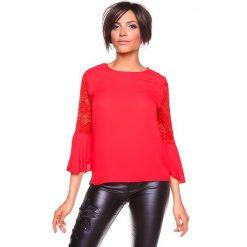 """Koszulka """"Sisi"""" w kolorze czerwonym. Bluzki damskie La Belle Française, w koronkowe wzory, z koronki, z okrągłym kołnierzem. W wyprzedaży za 130.95 zł."""