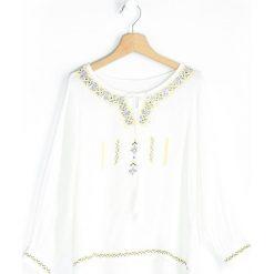 Biała Bluzka Boho Girl. Białe bluzki dla dziewczynek Born2be, z dekoltem w łódkę. Za 34.99 zł.