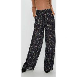 Trendyol - Spodnie. Czarne spodnie materiałowe damskie Trendyol, z tkaniny. W wyprzedaży za 69.90 zł.