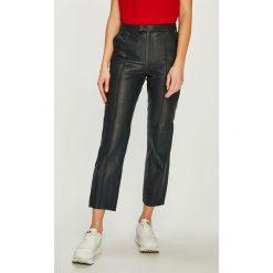 Pepe Jeans - Spodnie skórzane Lia. Jeansy damskie marki bonprix. Za 799.90 zł.