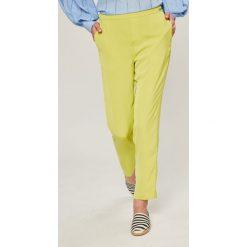 Guess Jeans - Spodnie Eleanor. Szare spodnie materiałowe damskie Guess Jeans, z aplikacjami, z jeansu. W wyprzedaży za 299.90 zł.