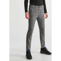 Spodnie garniturowe w kratę - Szary. Szare eleganckie spodnie męskie Reserved. Za 149.99 zł.