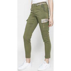 Desigual - Spodnie. Szare spodnie materiałowe damskie Desigual, z bawełny. W wyprzedaży za 269.90 zł.