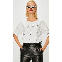 Answear - Top Manifest Your Style Badass State Of Mind. Szare topy damskie ANSWEAR, z nadrukiem, z bawełny, z okrągłym kołnierzem, bez rękawów. W wyprzedaży za 59.90 zł.
