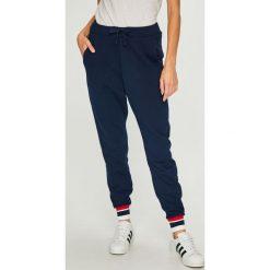 Reebok Classic - Spodnie. Szare spodnie materiałowe damskie Reebok Classic, z bawełny. W wyprzedaży za 199.90 zł.