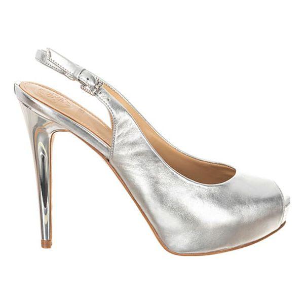 51a538e20a0ae Skórzane sandały w kolorze srebrnym - Sandały damskie marki Guess. W ...