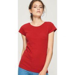 Bawełniany t-shirt basic - Czerwony. Czerwone t-shirty damskie Sinsay, z bawełny. Za 14.99 zł.