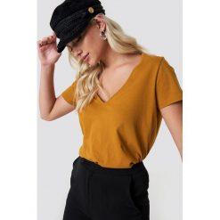 NA-KD Basic T-shirt z dekoltem V - Orange,Copper. Pomarańczowe t-shirty damskie NA-KD Basic. Za 52.95 zł.