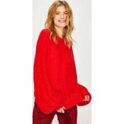 Answear - Sweter. Różowe swetry damskie ANSWEAR, z dzianiny, z okrągłym kołnierzem. Za 89.90 zł.