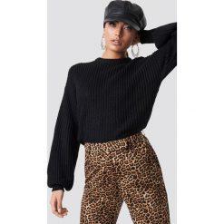 NA-KD Dzianinowy sweter z obniżonymi ramionami - Black. Czarne swetry damskie NA-KD, z dzianiny. Za 121.95 zł.