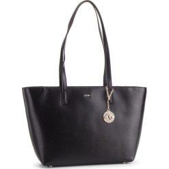 Torebka DKNY - R74A3014 Blk/Gold BGD 82. Czarne torebki do ręki damskie DKNY, ze skóry. Za 889.00 zł.