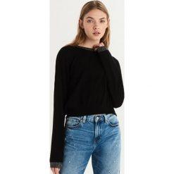 Sweter z połyskującą lamówką - Czarny. Czarne swetry damskie Sinsay. Za 39.99 zł.