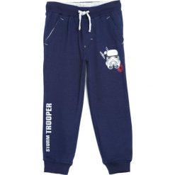 Ciemnoniebieskie Spodnie Dresowe For A Player. Niebieskie spodnie sportowe dla chłopców Born2be, z dresówki. Za 49.99 zł.