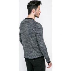 Jack & Jones - Sweter. Szare swetry przez głowę męskie Jack & Jones, z bawełny, z okrągłym kołnierzem. W wyprzedaży za 69.90 zł.