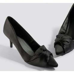 NA-KD Shoes Satynowe czółenka - Black. Czarne czółenka damskie NA-KD Shoes, z satyny. Za 121.95 zł.