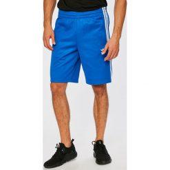 Adidas Originals - Szorty. Szare krótkie spodenki sportowe męskie adidas Originals, z bawełny. W wyprzedaży za 179.90 zł.