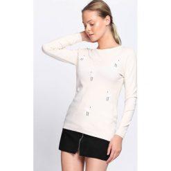 Kremowy Sweter Cyber World. Białe swetry damskie Born2be, z okrągłym kołnierzem. Za 59.99 zł.